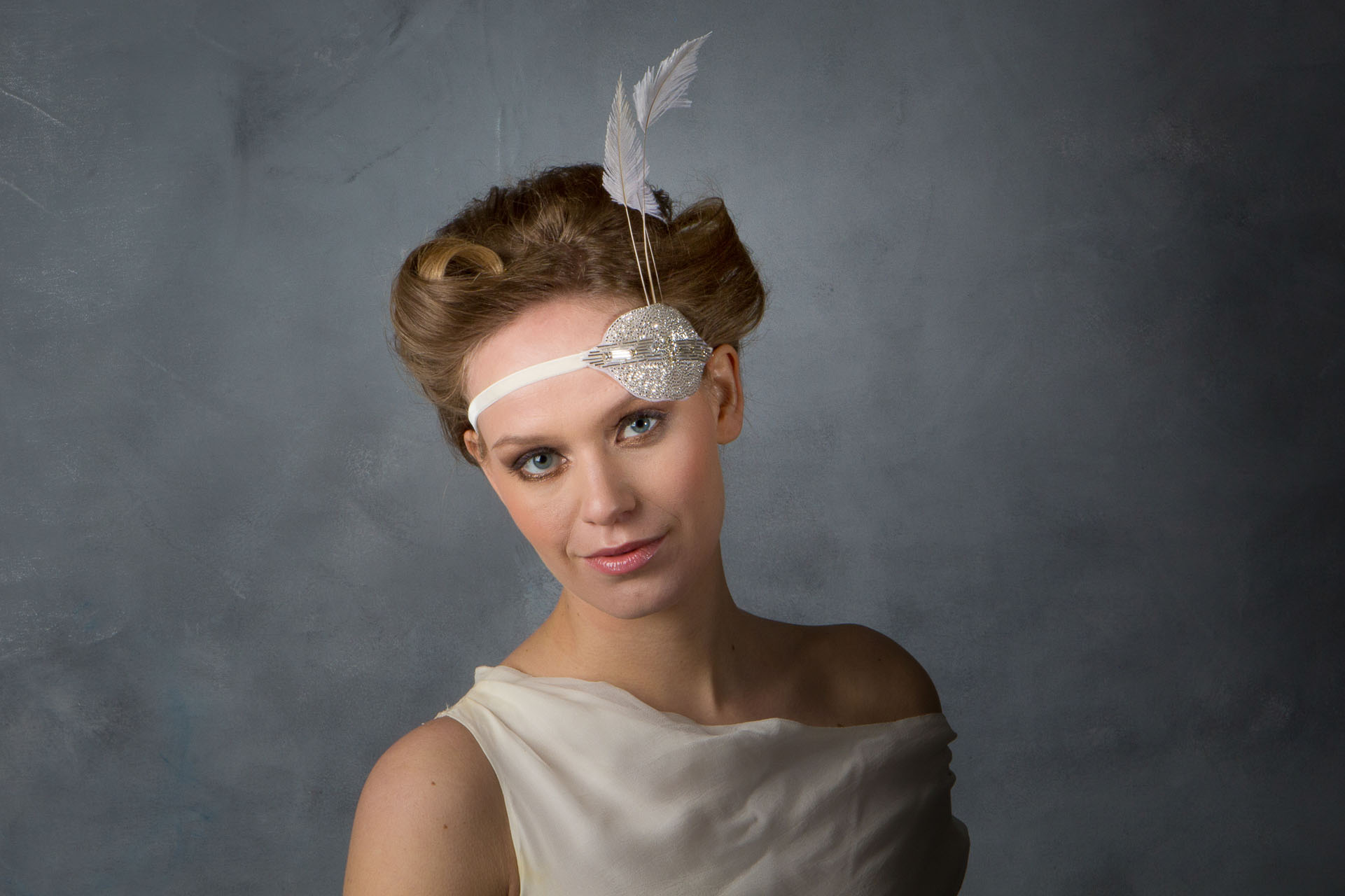 a8b2aa3c6e4 1920 s Great Gatsby Flapper Style Bridal Headband