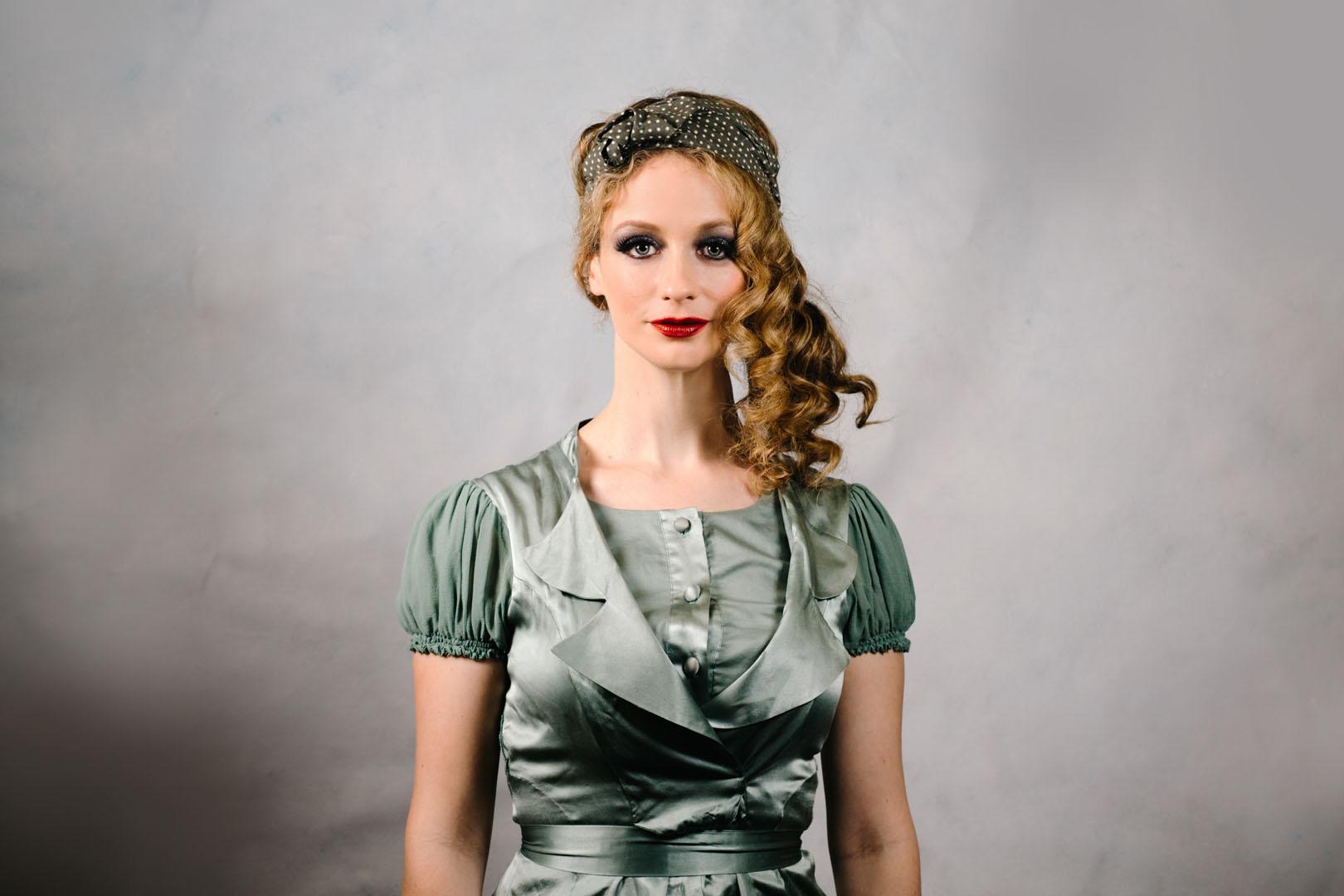 vintage_style_headscarf_olive_green_polkadot_turban